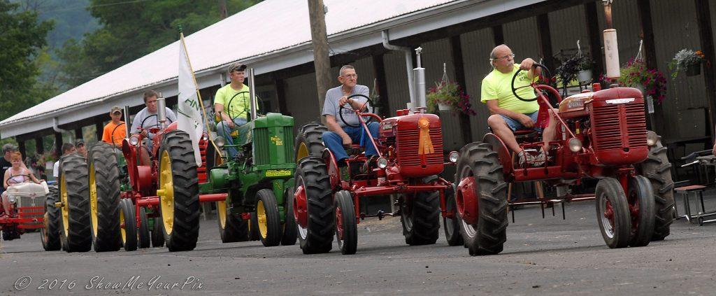 tractor-parade_0478